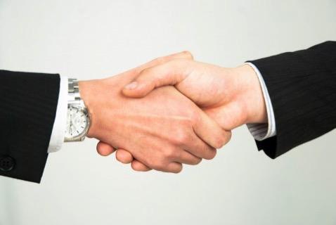 最初の出会いは握手