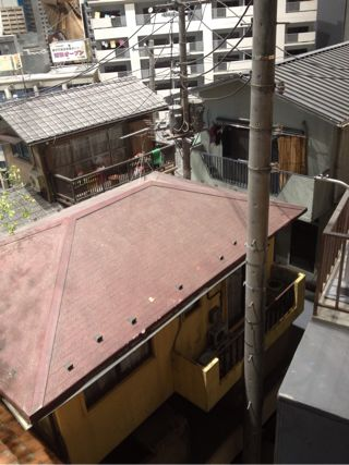 家の裏側のベランダとか換気扇がリアル